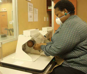 Mulayo Serakoana polishing a ring at the Seda Limpopo Jewellery Incubator.