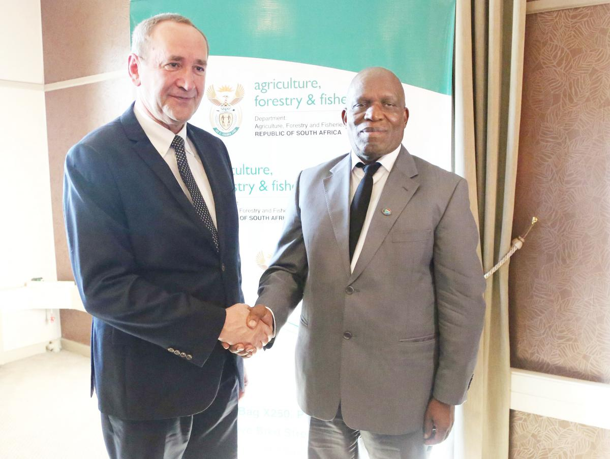 Minister of Agriculture, Forestry and Fisheries Senzeni Zokwana and Poland's Deputy Minister of Agriculture and Rural Development Jacek Bogucki.