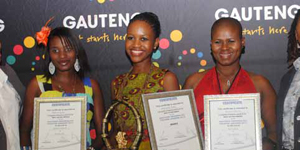 Amanda Tobo (centre) was named Best Female Actress at the annual Ishashalazi Theatre Awards. Other nominees in the category were Ndlovukazi (left) and Yvonne Nkosi.