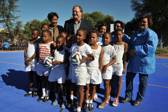 Deputy Minister of Sport and Recreation Gert Oosthuizen with players from the Olyvenhoutsdrif Primary School netball team. Learners now have access to a multipurpose sport centre.
