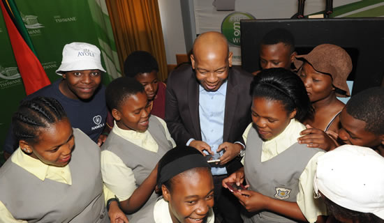 City of Tshwane's Mayor Kgosientso Ramokgopa shows some young people how the new Namola App works. The App gives citizens a direct link to their nearest police officers.