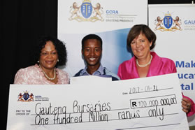 Anelated Philip Mashishi (centre) with Gauteng Premier Nomvula Mokonyane (left) and Education MEC Barbara Creecy. Mashishi received a bursary to study Education at an institution of his choice this year.