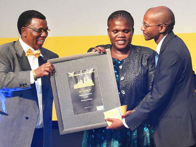 Communications Minister Faith Muthambi accepts the Lifetime Achiever Award (posthumously) on behalf the late former Radio Zulu and Ukhozi FM announcer King Edward Masinga. She is seen here with Acting Director-General of Communications Donald Liphoko (right) and Mr Koos Radebe (left) at the MTN Radio Awards.