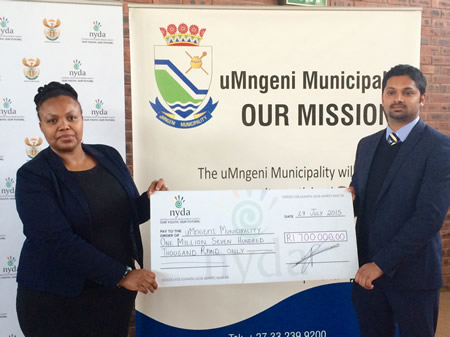 Executive Mayor of the Umgeni Municipality Cllr Mbali Myeni and the Chairperson of the NYDA Yershen Pillay during a cheque handover ceremony in Howick, KwaZulu-Natal.