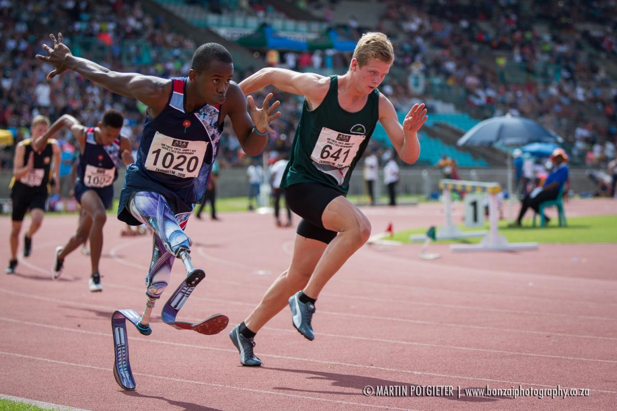 Ntando Mahlangu out of the blocks in the Boys 16 Sub-Youth 400m Final.
