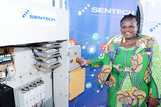 Minister Faith Muthambi turned off the analogue television transmission in the Northern Cape.
