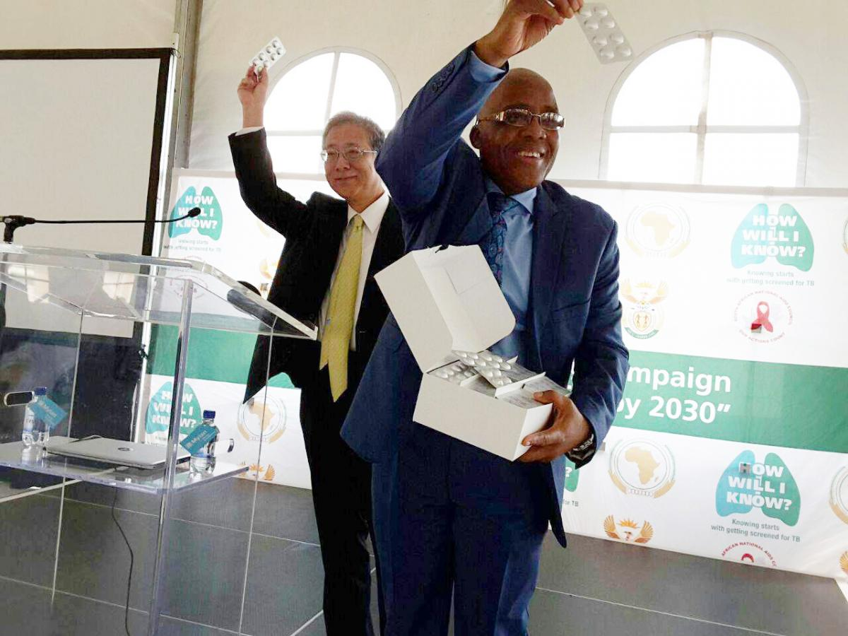 Minister of Health Dr Aaron Motsoaledi receiving Delamanid from the Ambassador of Japan Shigeyuki Hiroki. The treatment will be initiated among 400 patients in South Africa.