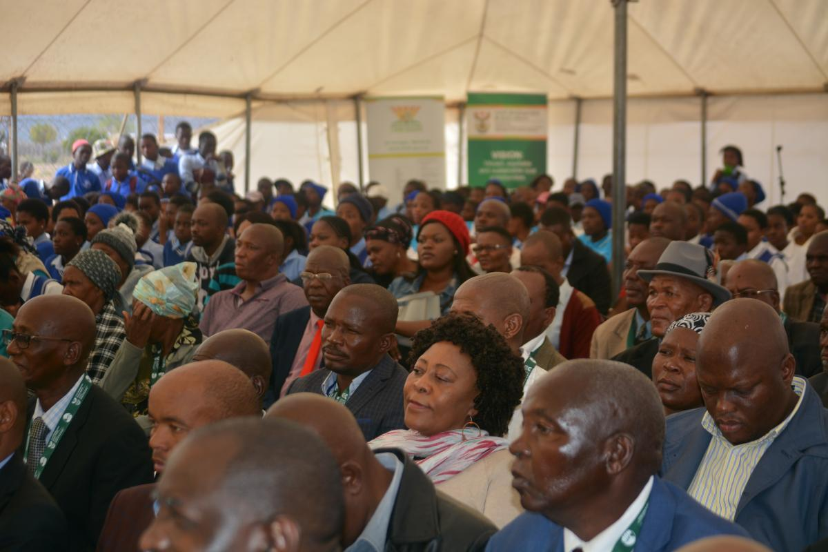 The Roka Lebea tribe from the Ga-Seroka village which is near Jane Furse in the Sekhukhune district municipality in Limpopo now have full ownership of their land after receiving title deeds from the Department of Rural Development and Land Reform.