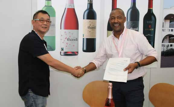 Thandi Wines Managing Director Vernon Henn with African Premium Brand Asia's Chief Executive Officer Richard Ho at the signing of Thandi Wines export contract.
