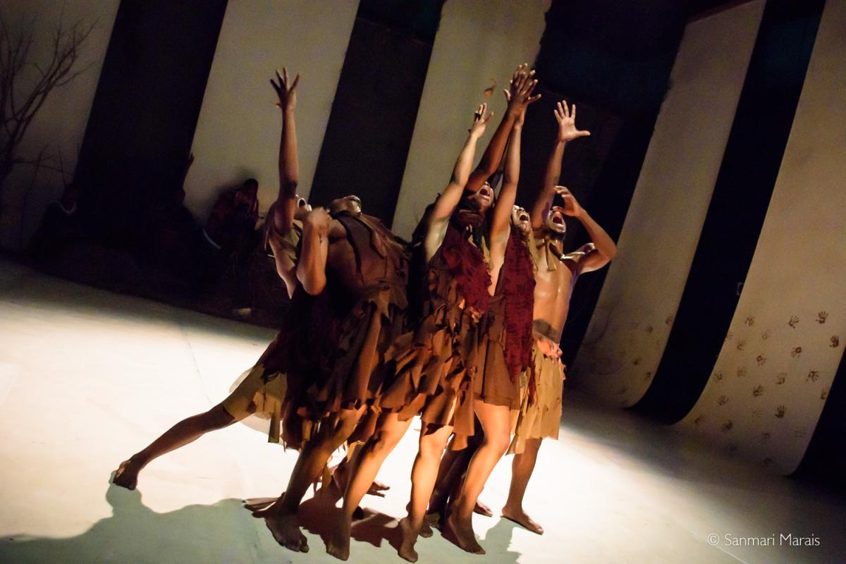 'Kiu' is a profound and moving dance experience performed to beautiful live Afrocentric music.