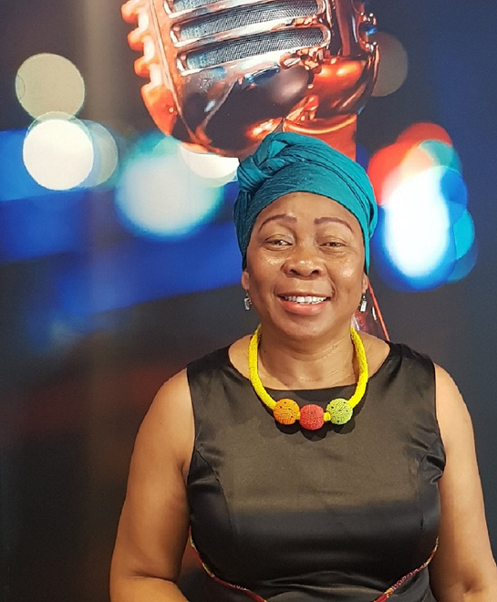 Gcina Mhlophe tells African stories virtually to children.