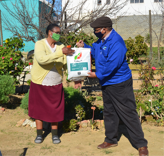 A resident receives a starter pack for a food garden. [Photo: Western Cape Government]
