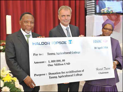 Helge Rosenberg of Danish company Haldor Topsøe hands over a cheque for the upgrade of the Taung Agricultural College to the then Deputy President Kgalema Motlanthe and North West Premier Thandi Modise.