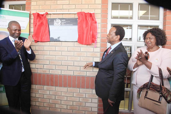 KZN Health MEC Sibongiseni Dhlomo and King Goodwill Zwelithini during the opening of a 24-hour clinic for the community of KwaNongoma.